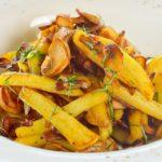 Картофель жареный с грибами Fried potatoes with mushrooms