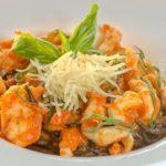 Черные спагетти с морепродуктами Black spaghetti with seafood