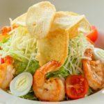 Цезарь с креветками Caesar salad with tiger prawns