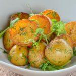 Обжаренный мини-картофель с зеленью Fried mini potatoes with herbs